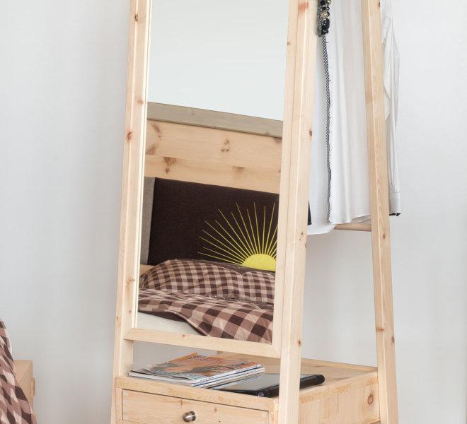 Garderobe-Zirbe-m.-AdN-Einschlafenm-2